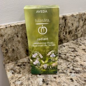 Aveda Tulasara Radiant Oil and dry brush set